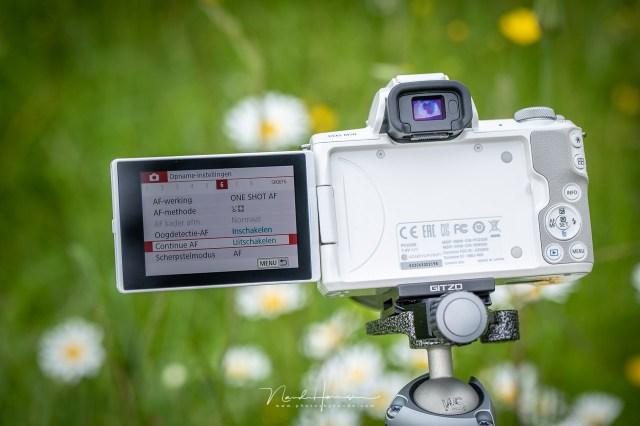 Het scherpstellen van een foto kan op verschillende manieren. Het menu van de Canon EOS M50 laat dit zien.