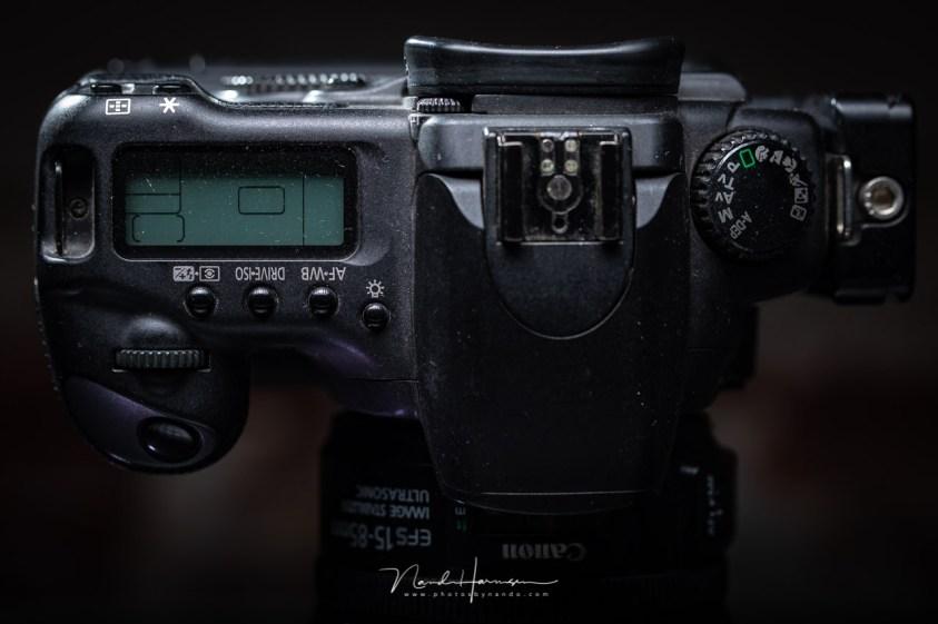 De bovenzijde van de Canon EOS 20D