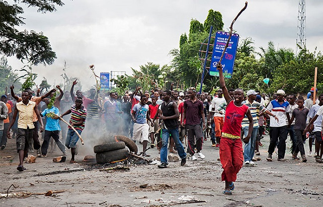 Demonstrators take part in a protest in Bujumbura on 13 May 2015. AFP/ LANDRY NSHIMIYE