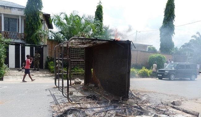 Not good for business - a barricaded Bujumbura neighborhood Photo: Desire Nimubona/IRIN