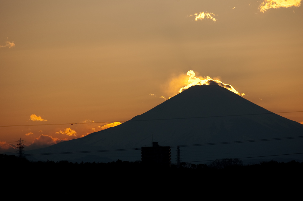 Cloud whisps on Fujisan at sunset
