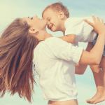 Η δύναμη της αγκαλιάς στην ανατροφή των παιδιών.