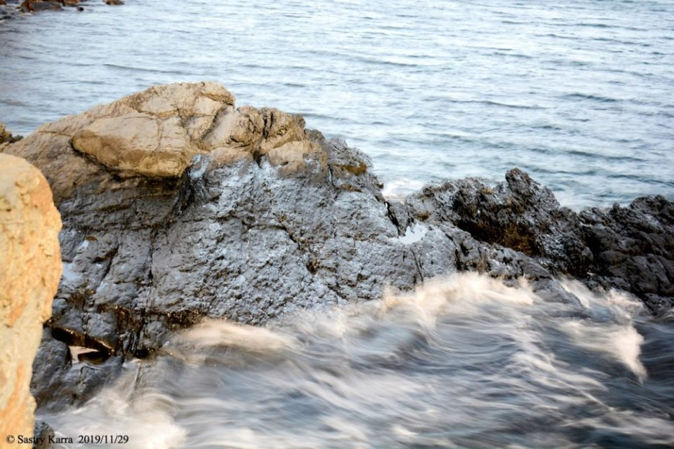 Photo of waves splashing against a rock. At 1/2 second, the water has a nice flow. 1/2 sec. f/5 40mm ISO 100 NIKON D7100.