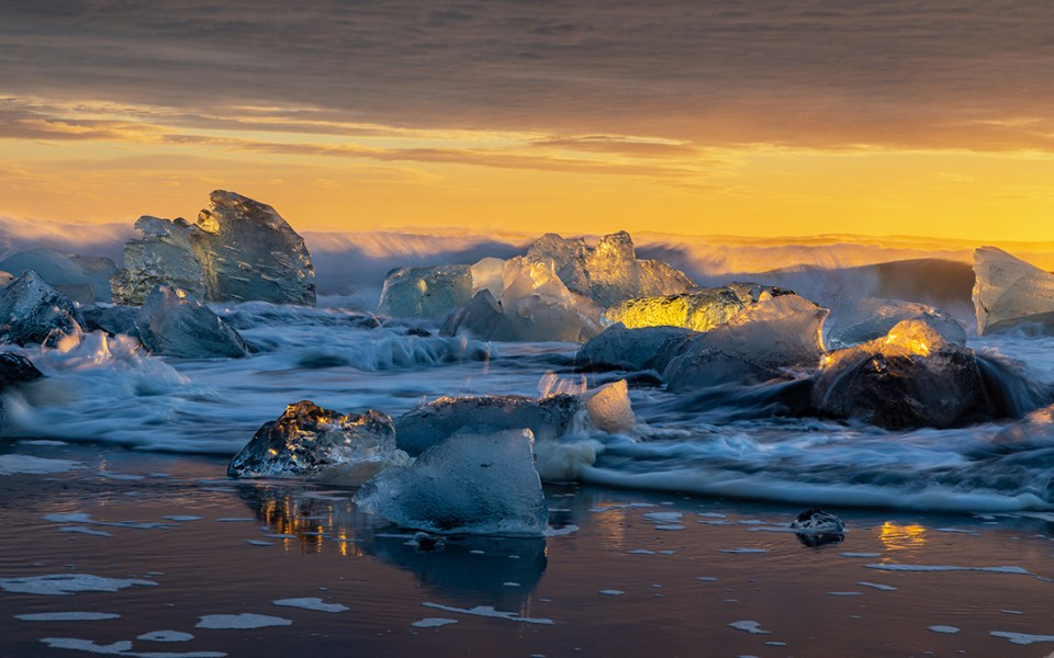"Showcase 2020 Judges' Choice, Scapes: ""Icebergs on Diamond Beach"" © Don Larkin"
