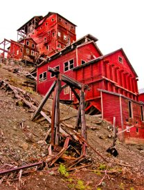 Kennicott copper mill is open for walking tours. © Jerry Ginsberg