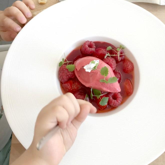 Dessert à la framboise au Robin's : restaurant design et moderne à Nantes et bar à desserts chic