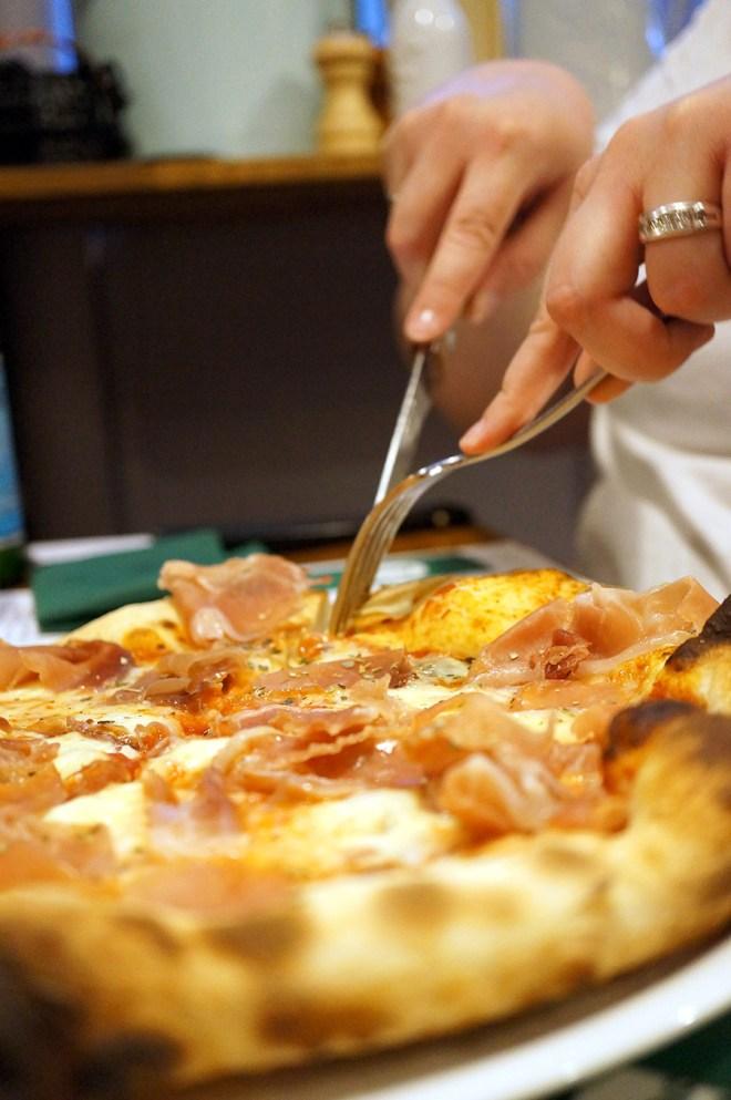Pizza saperlipopette chez Mia Nonna à Nantes