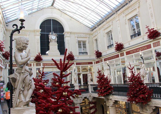 Le Passage Pommeraye à Nantes : merveille architecturale décorée en rouge et or pour Noël 2017