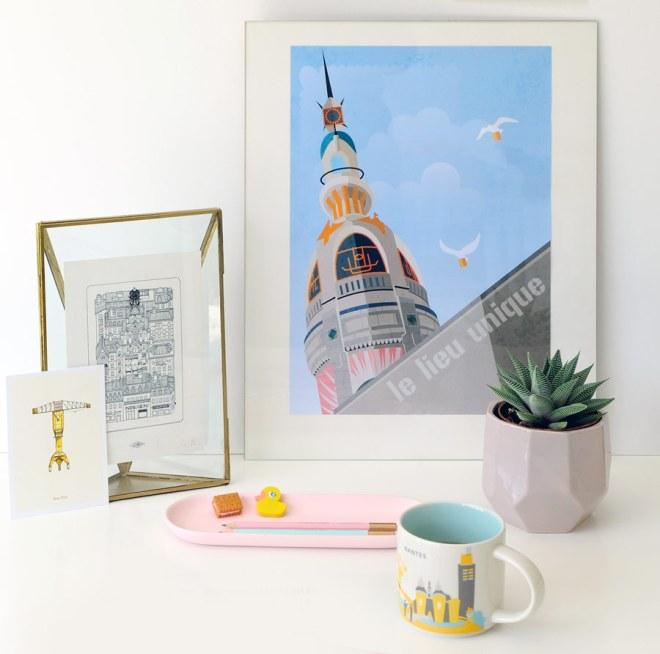 Affiches et objets aux couleurs de Nantes