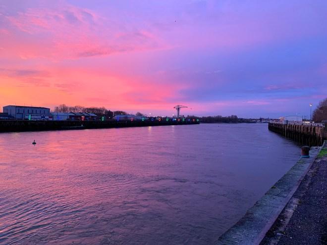Lever de soleil rose sur Nantes