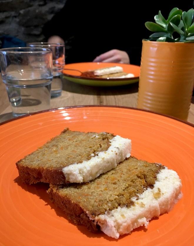 Carrot cake vegan chez totum, restau veggie à Nantes