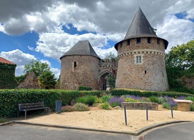 village et citadelle de Champtoceaux en Anjou