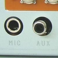 アンプ背面マイク端子とAUX端子