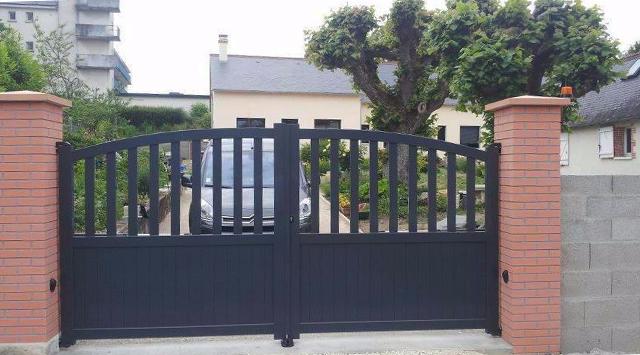 portail aluminium battant convexe semi ajoure