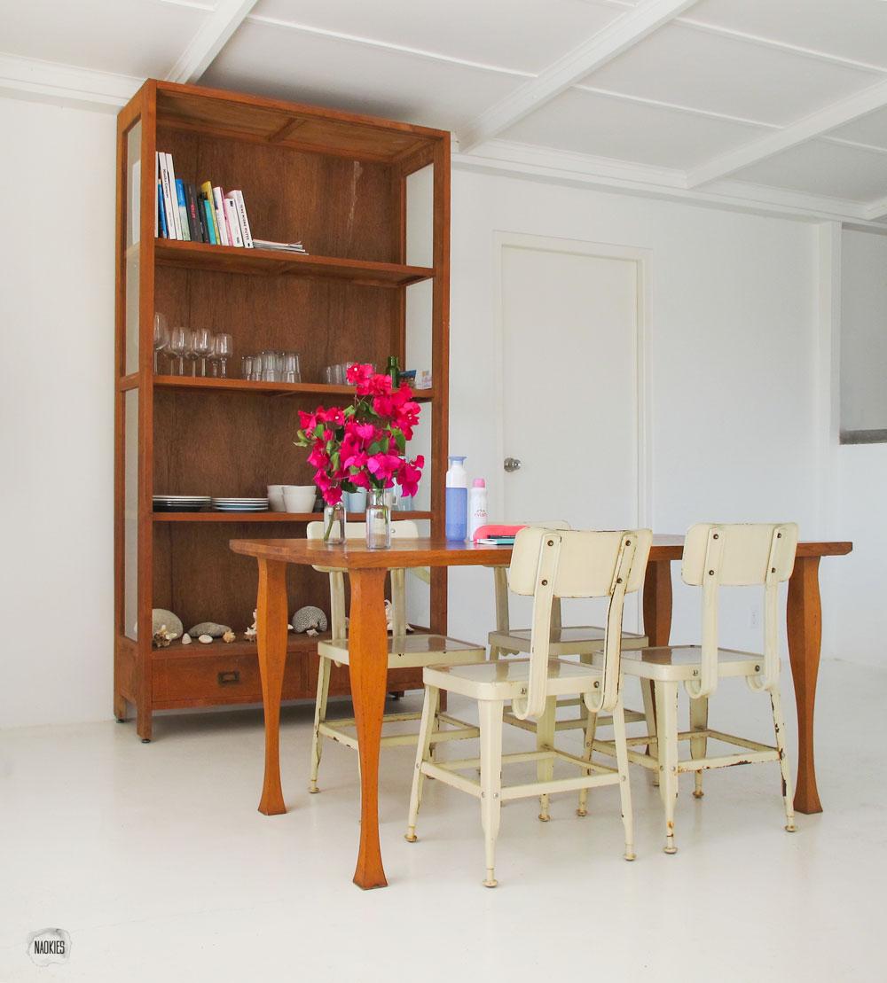 eettafel met stoelen en servieskast Air BnB Curaçao