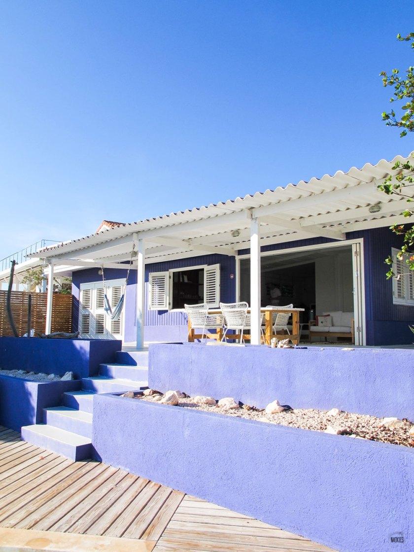 Overzichtsfoto van het huisje in Brakkeput Ariba op Curaçao via AirBnB