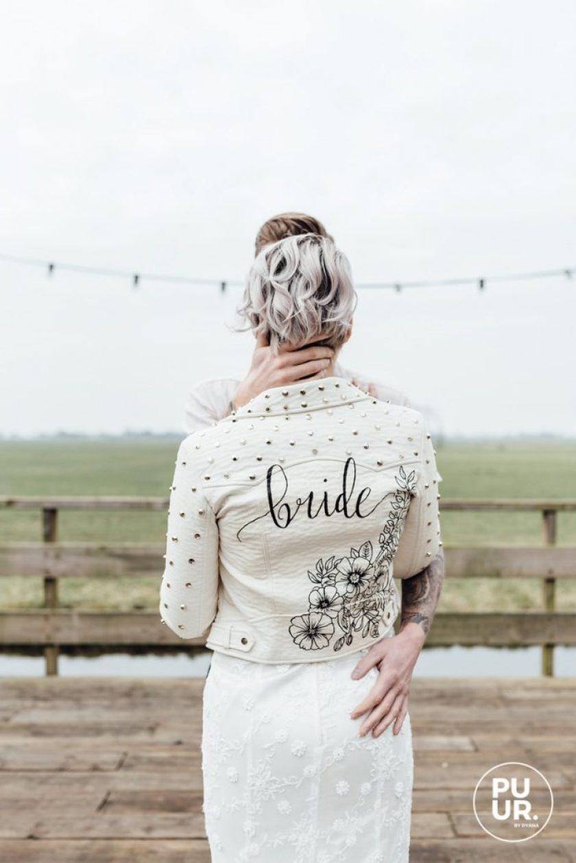 styled shoot indian summer bruidspaar leren jasje handlettering studio naokies