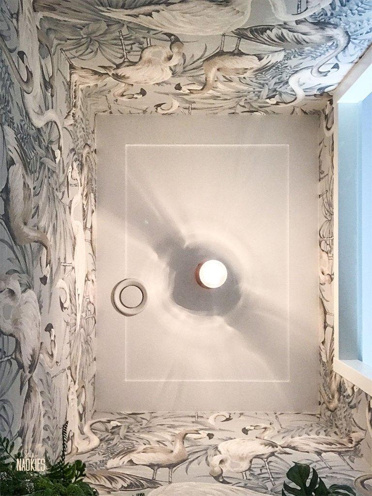 flamingo behang arte toilet makeover plafond studio naokies