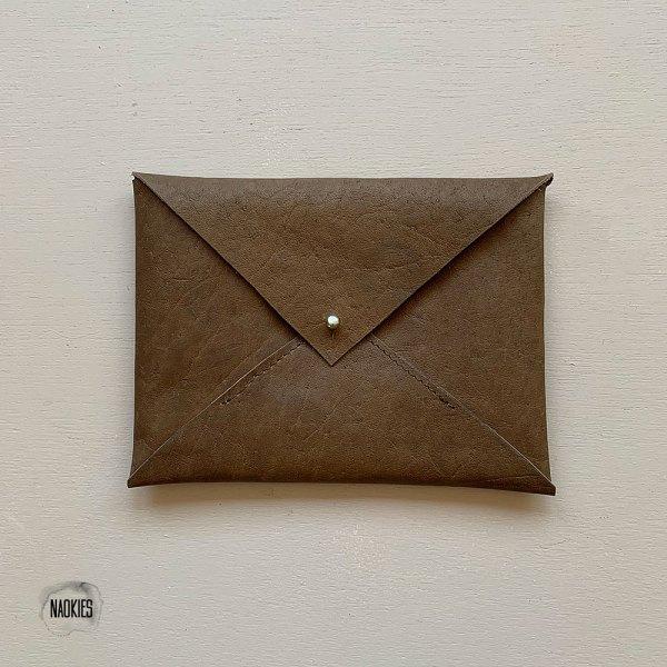 Leren envelop bruin voorkant Studio Naokies