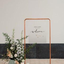 intiem trouwen tijdens corona welkomstbord frosted plexiglas Studio Naokies