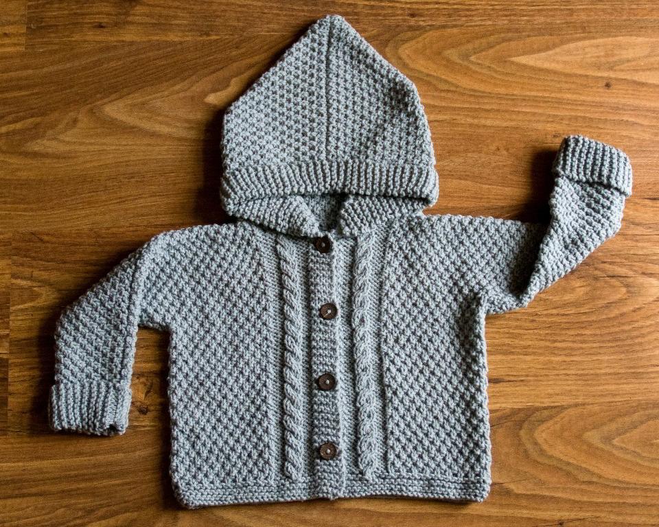 Błękitny kapturek, czyli sweterek w skali mini