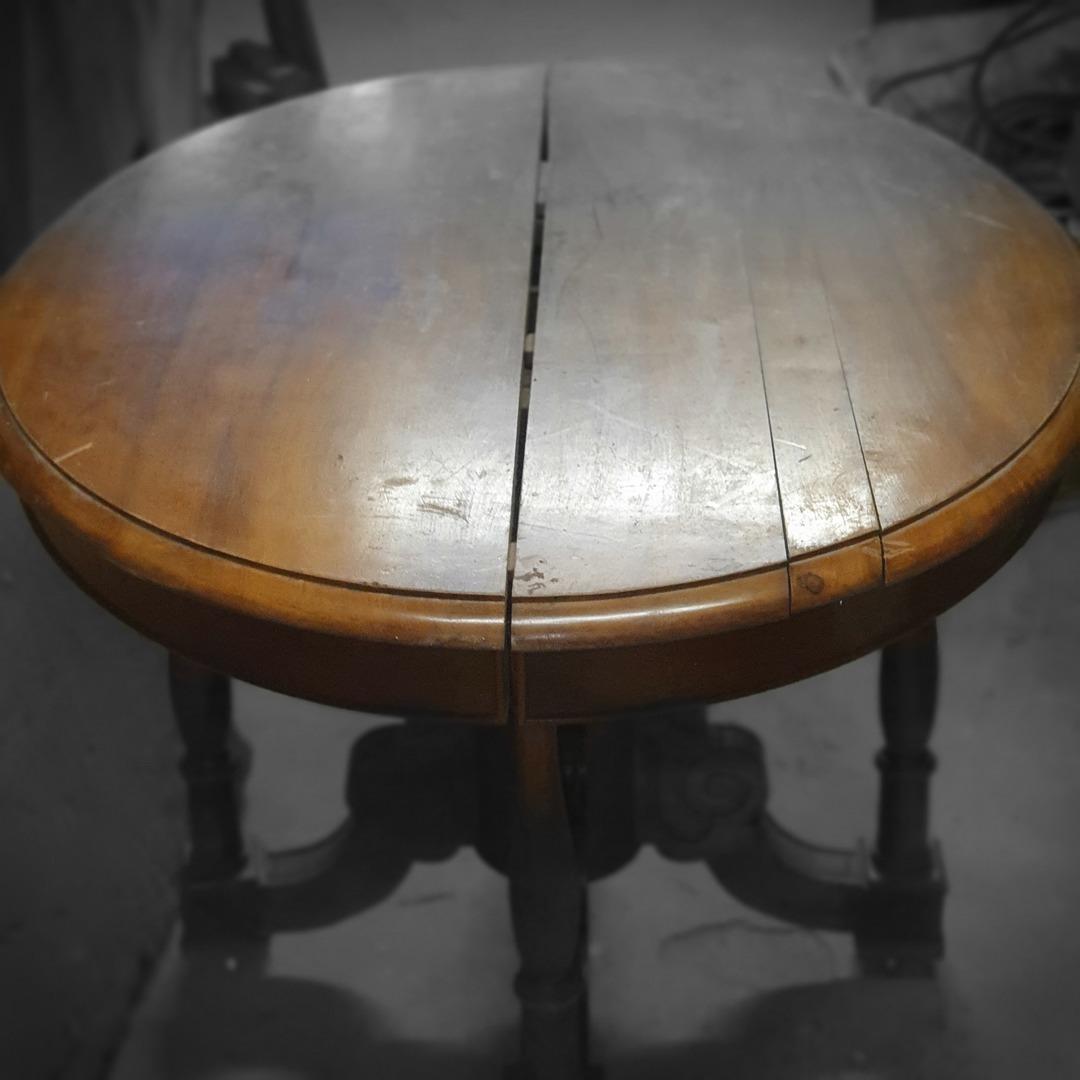table pied central en noyer epoque