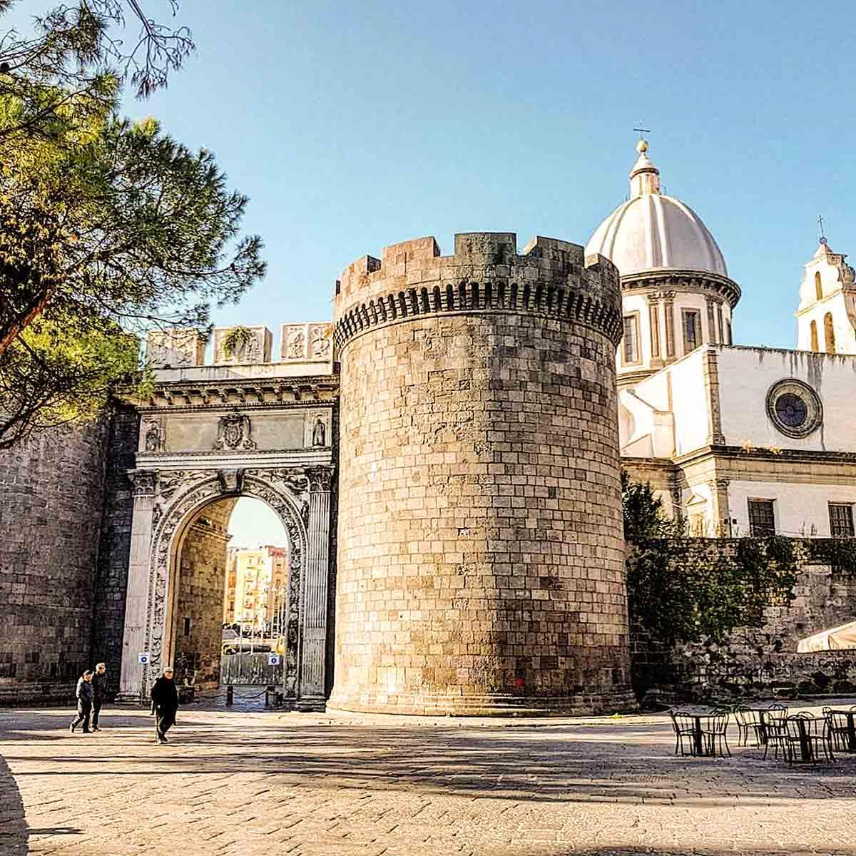 Foto Di Porte Antiche antiche porte di napoli - capuana, nolana, san gennaro, port