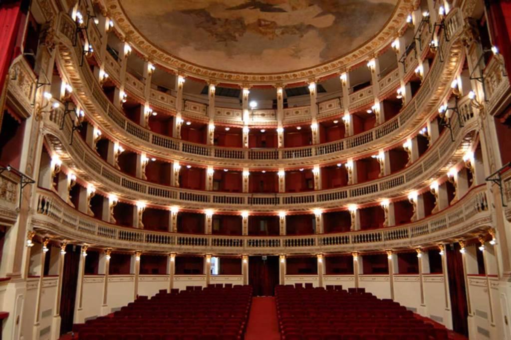 I teatri di Napoli - il Mercadante - Teatro Stabile Napoli (interno)