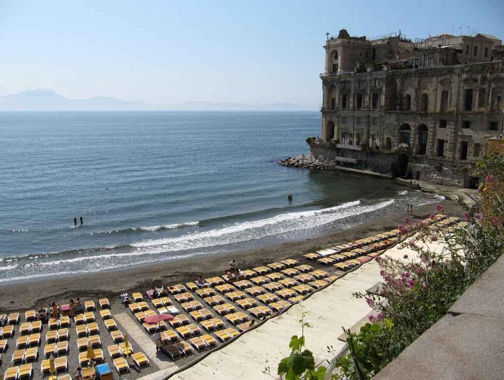 Spiagge di napoli per coloro che amano il mare e il relax - Bagno elena posillipo ...