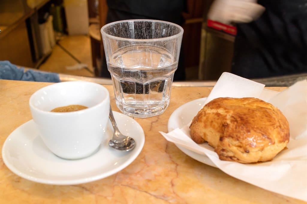 Caffe e sfogliatella