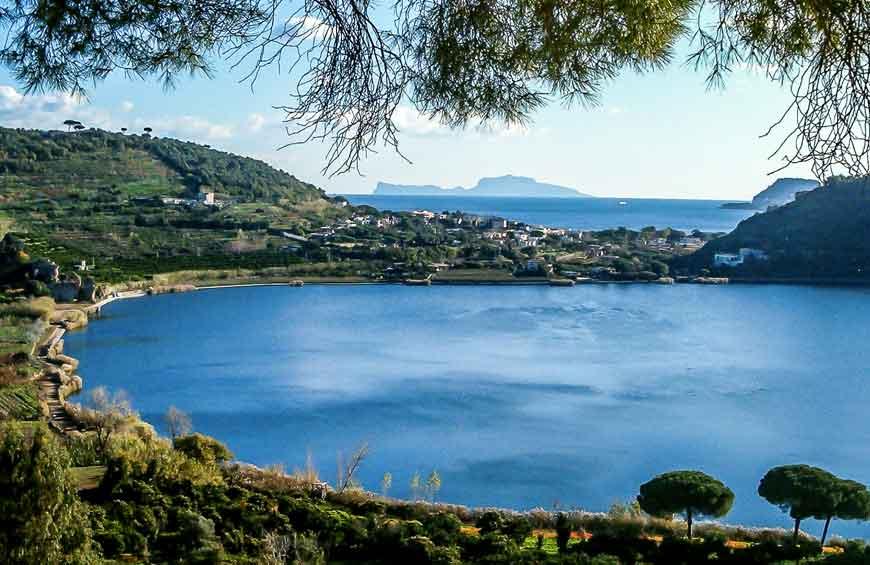 Lago d 39 averno pozzuoli tra mitologia e mistero napoli for Lago lucrino