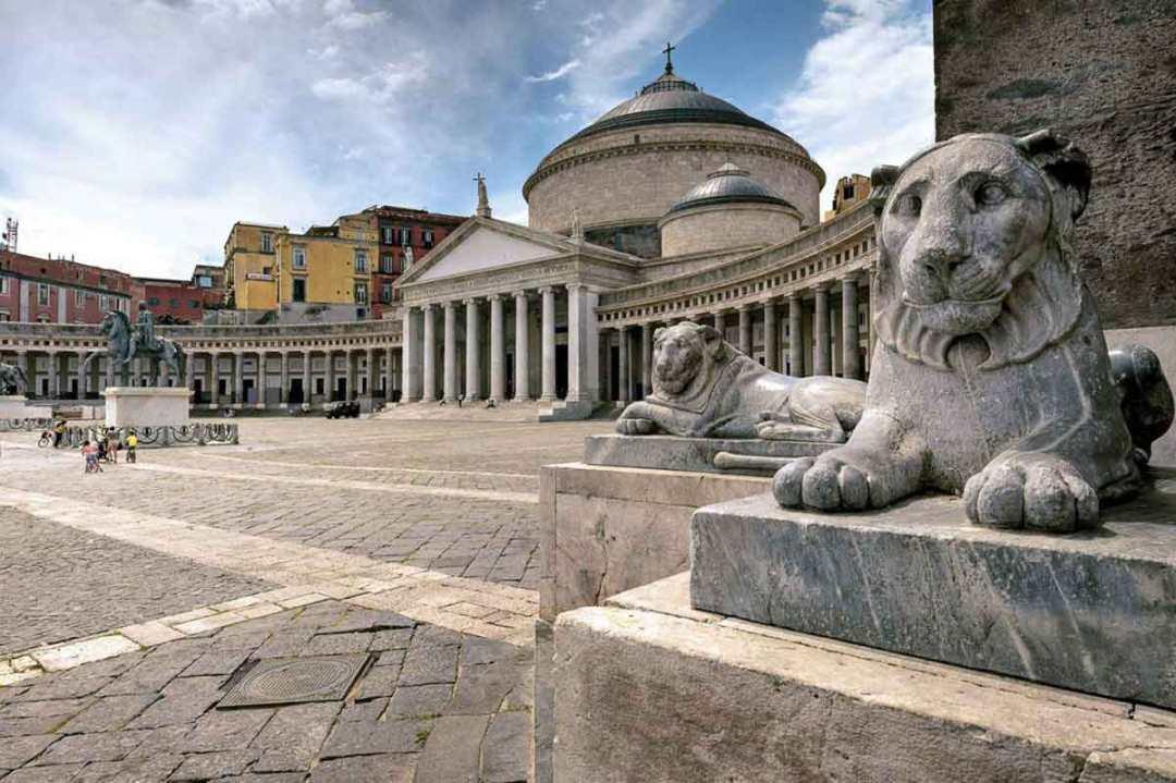 Piazza Plebiscito Napoli - Basilica di San Francesco di Paola