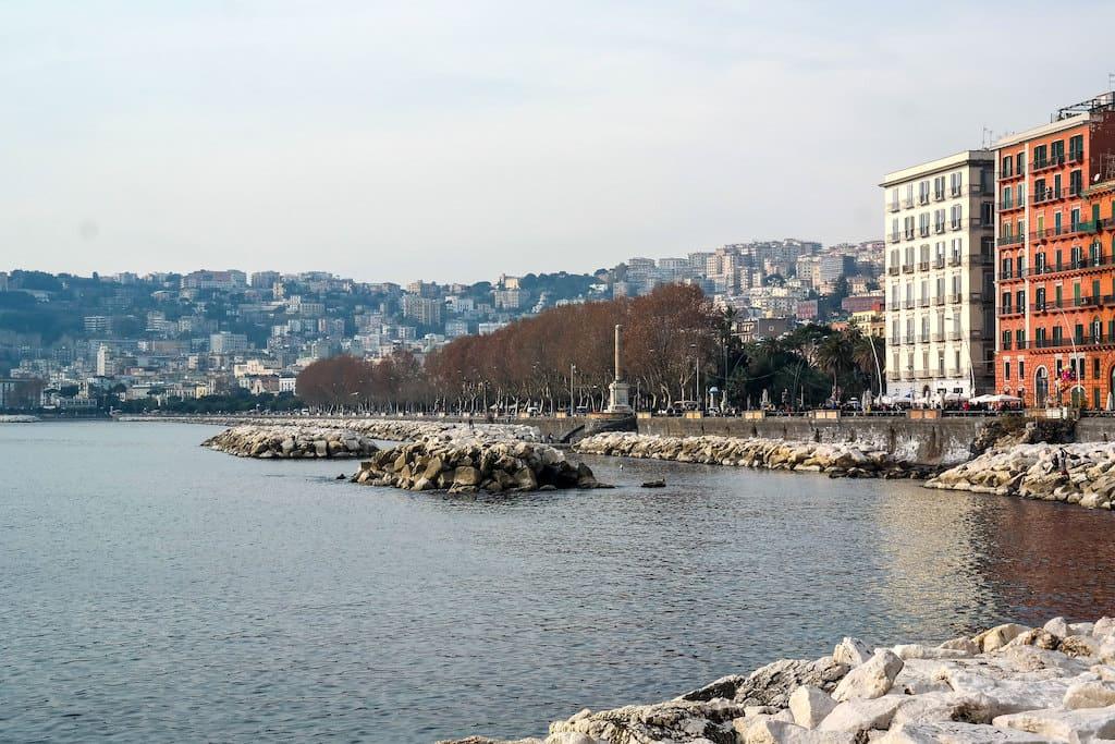 Lungomare di Napoli dal Castel dell'Ovo