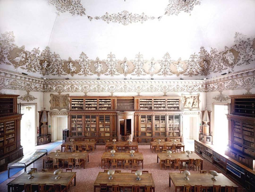 Biblioteca Nazionale Vittorio-Emanuele III Salone di lettura