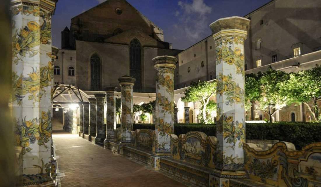 Notte speciale al chiostro di Santa Chiara a Napoli