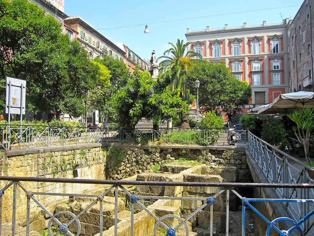 Decumani Piazza Bellini Napoli