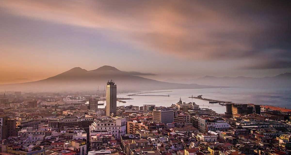 Innamòrati di Napoli: visita la città con ciceroni illustri