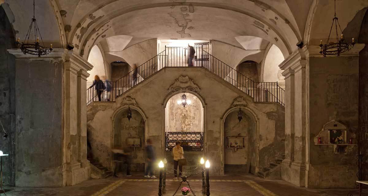 Street art e capuzzelle, un tour nel centro storico di Napoli