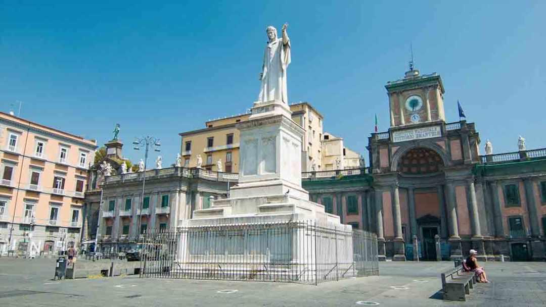 Piazza Dante Orologio Astronomico