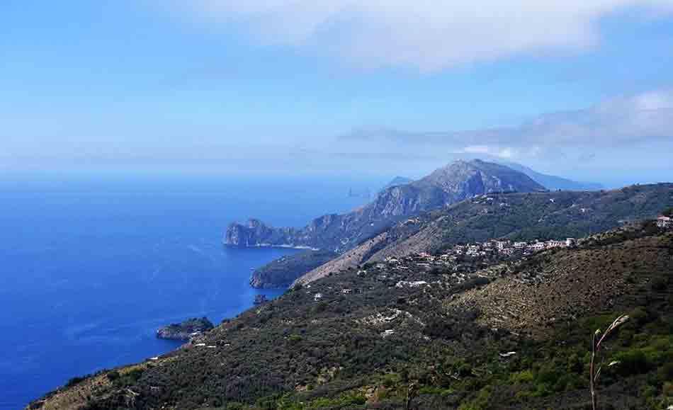 Sant Agata Sui Due Golfi Il Paese In Bilico Tra Due Mari