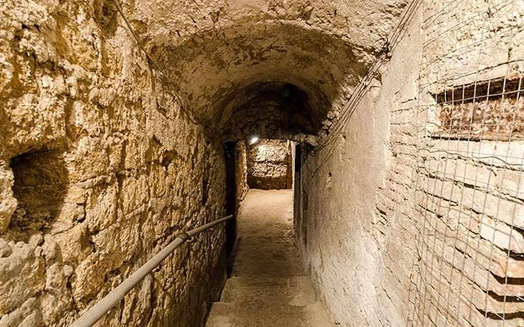 L'acquedotto Augusteo del Serino nel rione Sanità Napoli