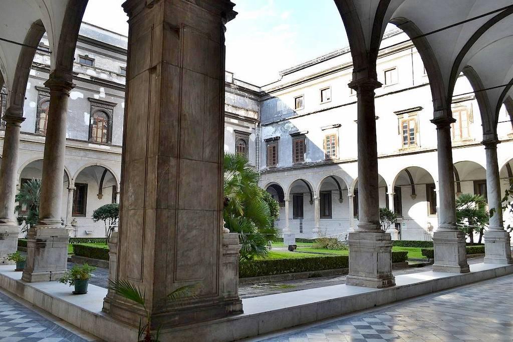 Chiesa Santi Severino e Sossio Chiostro