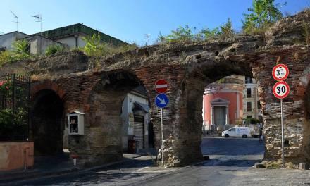 I Ponti Rossi: l'acquedotto romano nel centro di Napoli