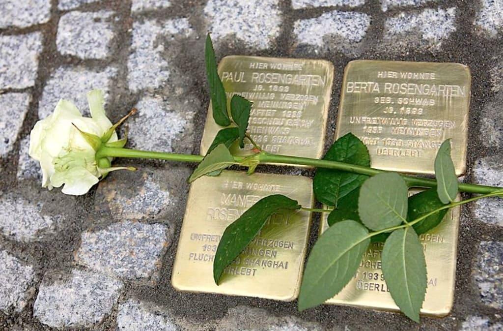 Pietre d'inciampo, Piazza Borsa Napoli
