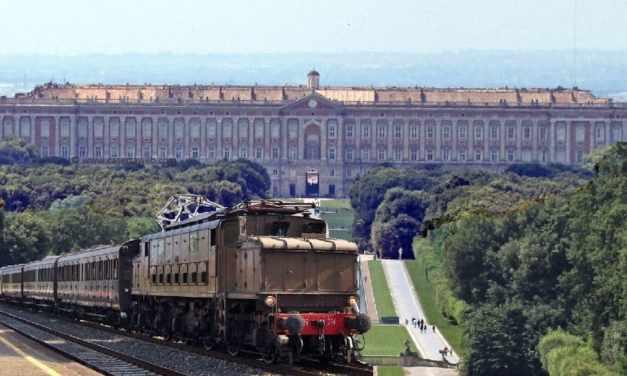 Reggia Express, il treno storico da Napoli alla Reggia di Caserta