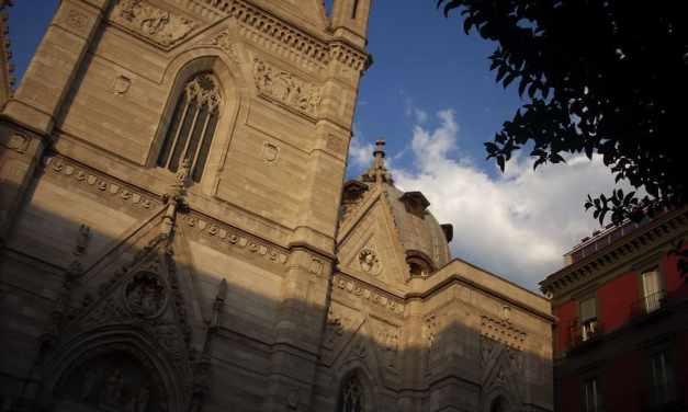 Pasqua 2020 a Napoli, messa e via Crucis a porte chiuse