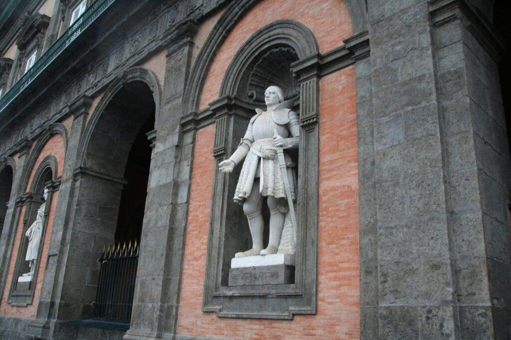 Alfonso d'Aragona, Palazzo Reale Napoli