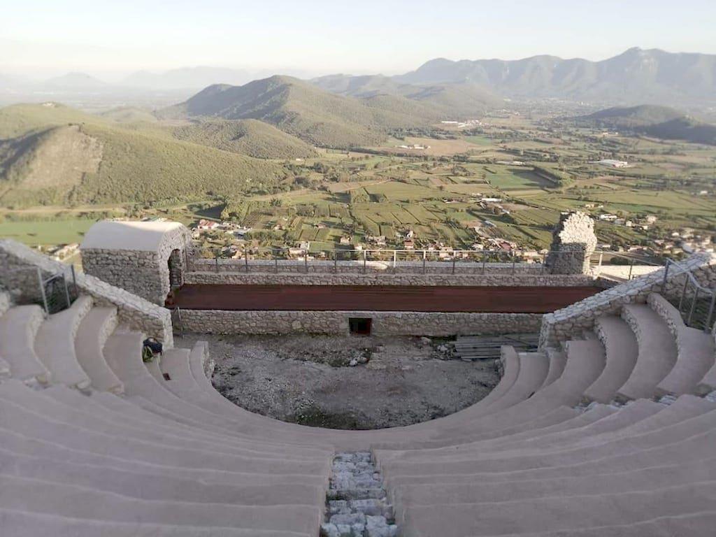 Teatro Tempio romano Monte San Michele