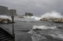 Lungomare di Napoli in tempesta (3)