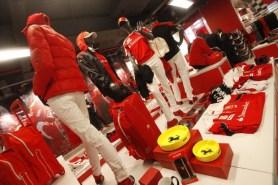 nuovo negozio Ferrari pit stop a Nola (1)